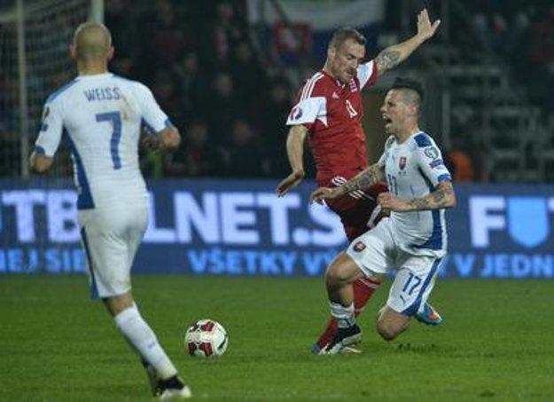 R-L: Marek Hamšík, Luxemburgois Aurelien Joachim and Slovak Vladimír Weiss in the EURO 2016 qualificaiton match Slovakia - Luxemburg in Žilina, March 27.