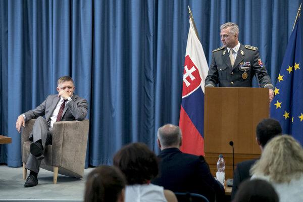 Robert Fico (l) and Tibor Gašpar (r)