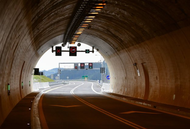 The tunnel of the D3 highway section Svrčinovec-Skalité.