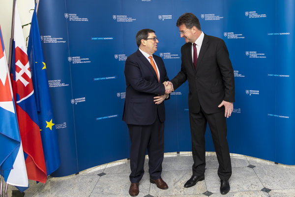 Slovak Foreign Affairs Minister Miroslav Lajčák (r) and his Cuban counterpart Bruno Rodriguez Parilla