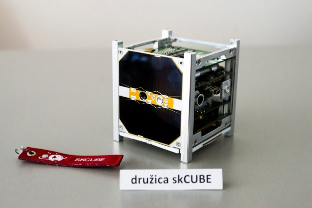 The skCUBE satellite