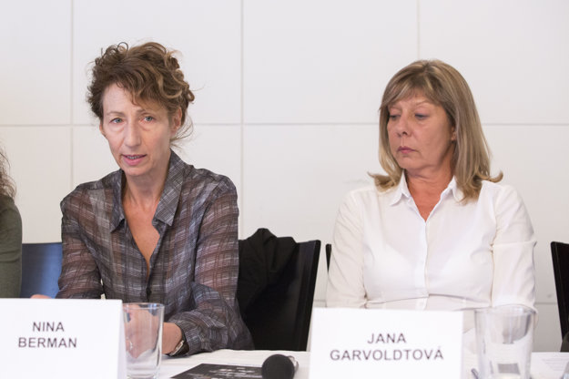 L-R: NIna Berman for the jury, Jana Garvoldtová for organisers of the Slovak Press Photo
