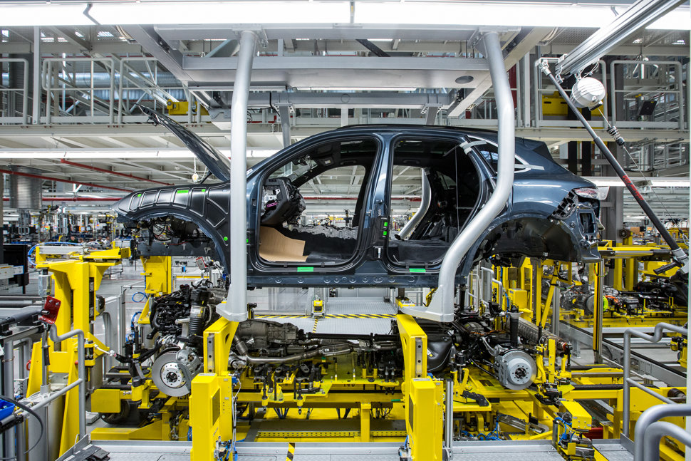 automotive industry and volkswagen Cloud powered automotive industry one major automotive industry trend is the use of cloud technology industry 40 has transformed every aspect of automobile production , from design and operation to the servicing of physical systems.