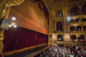 The building of Hungarian State Opera will be closed for renovaiton, and so the ensemble will tour - also Slovakia.