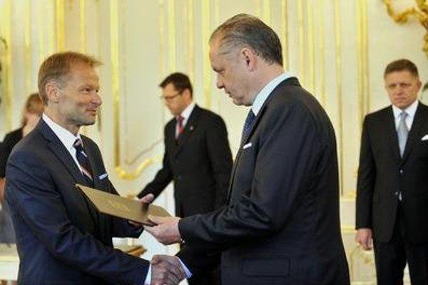 President Andrej Kiska is appointing Vazil Hudák the new economy minister.