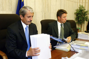 Ivan Mikloš (r) has adopted several important tax changes in the Mikuláš Dzurinda (l) cabinet.
