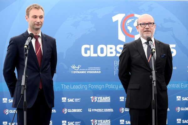 L-R CEO of Central-European Strategic Council Robert Vass and honorary chair of the Slovak Atlantic Commission Rastislav Káčer opening Globsec 2015 on June 19.