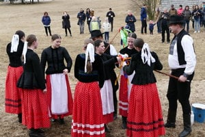 Folklore ensemble (FS) Lysec performed in the Museum of Slovak Village (SNM) on Sunday before Easter.