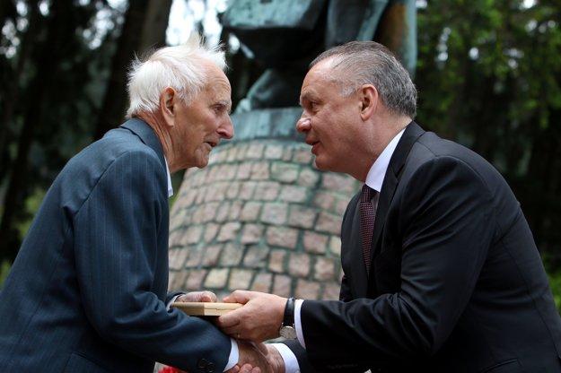 President Andrej Kiska hands over Medal of Thanks for Contribution to Liberation to freedom fighter Matej Valocký, May 8, Makov.