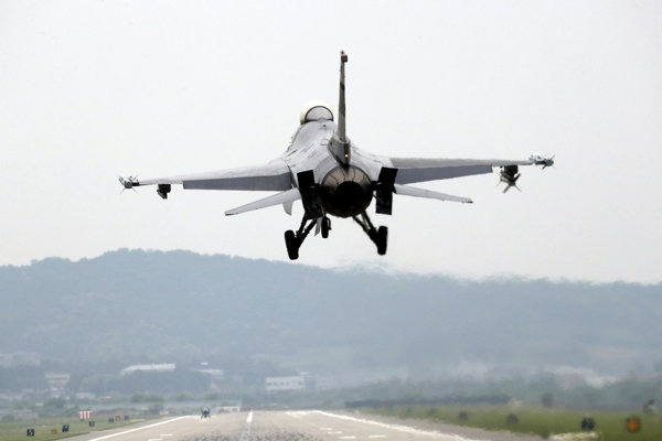 F-16 fighter jet.