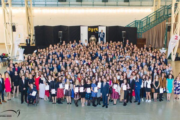 320 young Slovaks received the DofE Awards on October 9 in Bratislava.