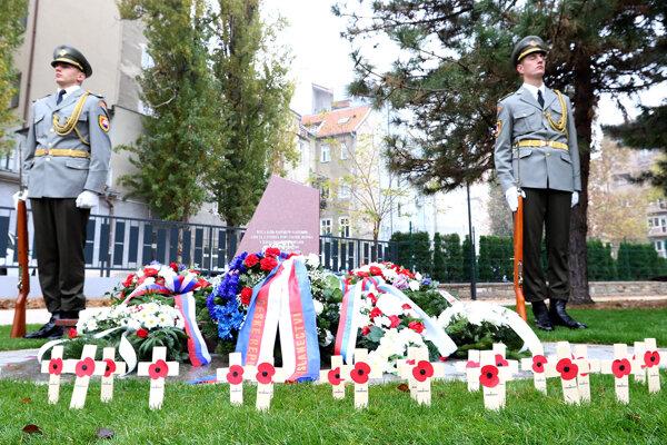 November 9, Šafárikovo Námestie square