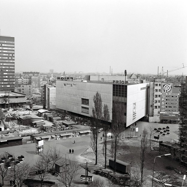 Opening of the first part of the then Prior department store in 1968.