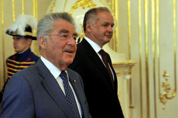 President Fischer (left) in Bratislava with President Kiska.