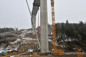 Construction of the Valy bridge.