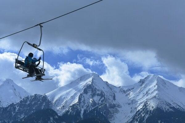 By cable car to Belianske Tatras.