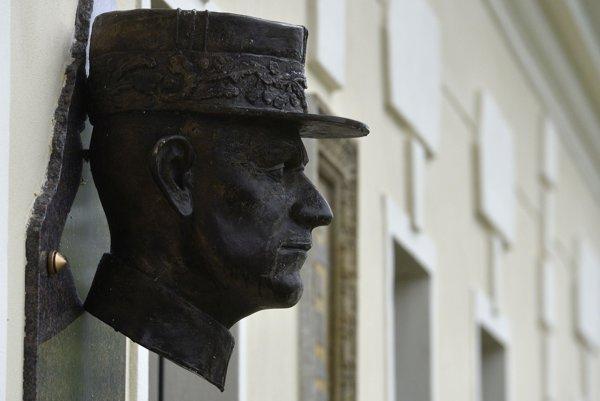 The bust of Milan Rastislav Štefánik in his natal village of Košariská.
