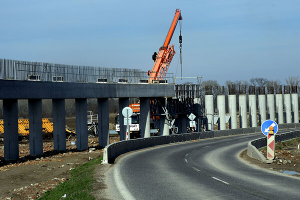 The construction of D4/R7 ring road.