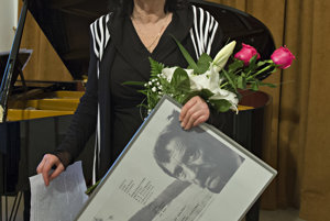 Brežná with her prize