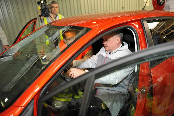 President Andrej Kiska in Peugeot.