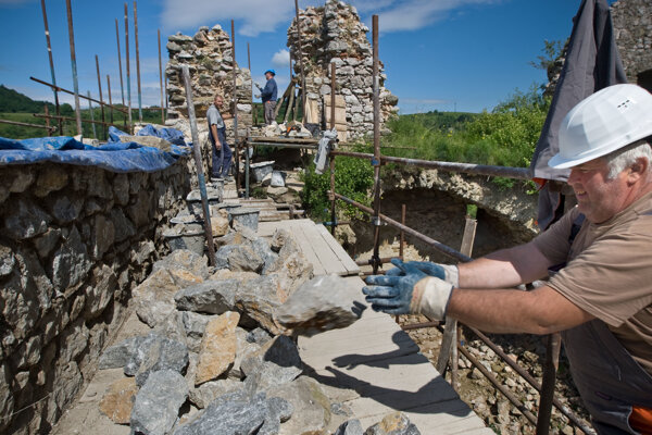 Volunteers help restore Slovakia's castles.