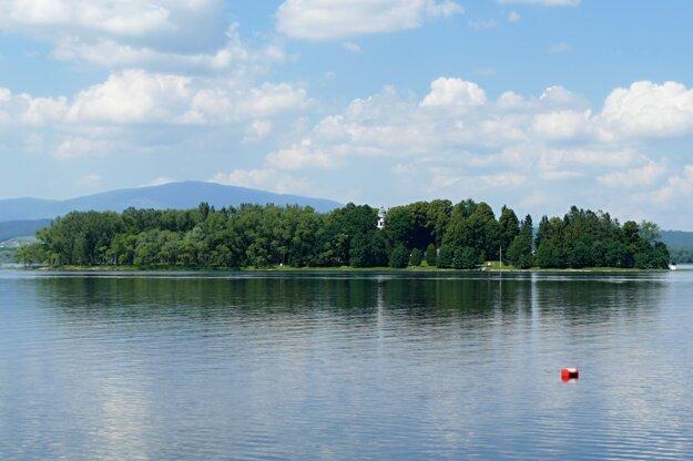 Slanec Island