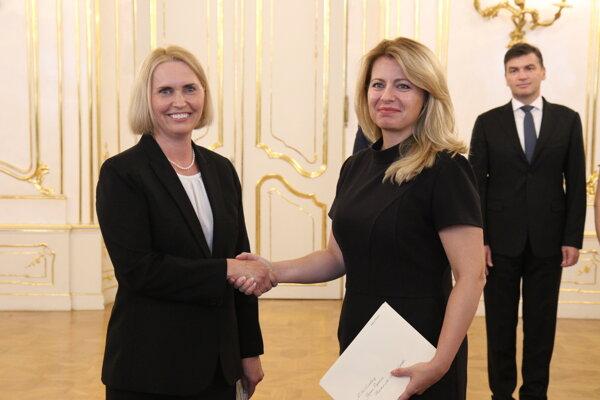 Slovak President Zuzana Čaputová (r) and new US Ambassador to Slovakia Bridget A. Brink.