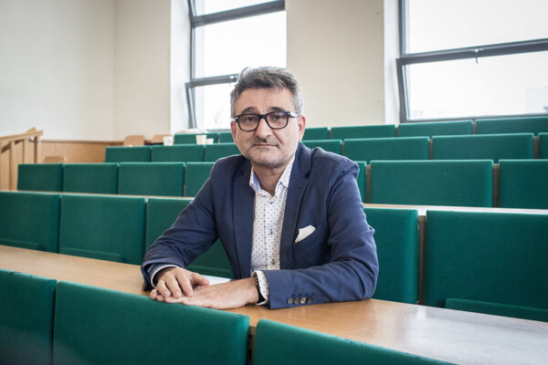 Vladimír Šucha, head of the EU's Joint Research Centre (JRC) leaves the Commission to fight extremism and to better education in Slovakia.