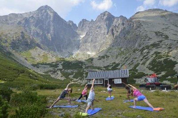 Yoga at Skalnaté Pleso