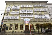 A total of 11 hand-written large-format banners are placed on the facade of the Esterházy Palace of the Slovak National Gallery (SNG)in Bratislava in November 2019. They were created by Tomáš Gažovič as part of a digital project entitled Time-Description 1989 (Čas-opis 1989) and dedicated to the 30th anniversary of the Velvet Revolution