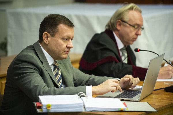 TV Markíza's lawyer Daniel Lipšic (left) and prosecutor Ján Šanta (right)demand custody for ex-TV Markíza owner Pavol Rusko