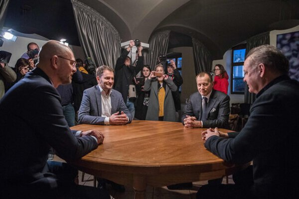 From left to right: Richard Sulík (SaS), Igor Matovič (OĽaNO), Boris Kollár (Sme Rodina), and Andrej Kiska (Za Ľudí)meet at a round table on the evening of March 5 in the restaurant Hradná hviezda.