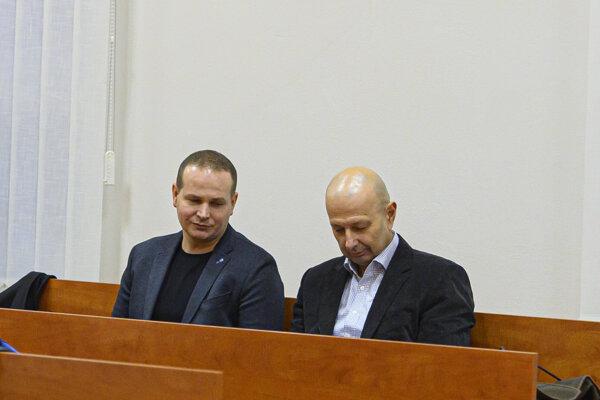 Police investigator Štefan Mlynarčík (left)and Miroslav Kriak (right), both witnesses, attend a court hearing in the Kuciak case at the Specialised Criminal Court in Pezinok on January 15, 2020.
