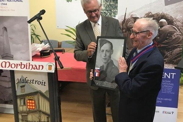 Roger Naël receives Slovak honours in the village of Malestroit in 2017.