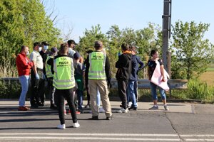 A group of Slovak carers working in Austria protest at the Berg-Bratislava border crossing on April 26, 2020.