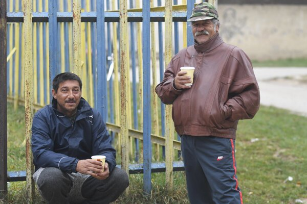 Two Roma enjoy a cup of tea in Košice on November 10, 2018.