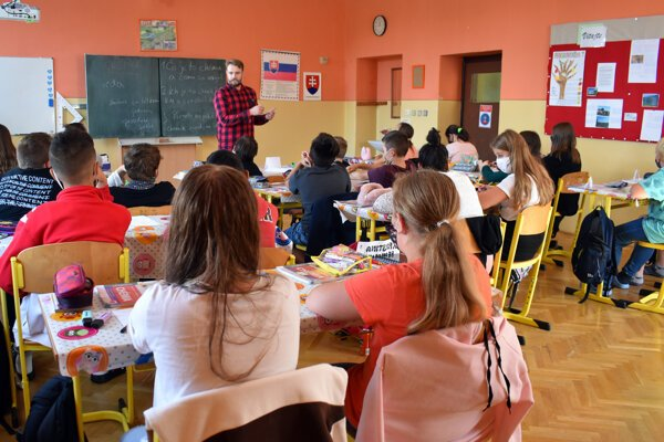 Primary school teacher Peter Šinály teaches chemistry on September 10, 2020 in the town of Svit, near Poprad.
