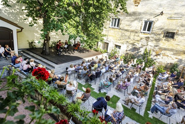 Concert of the Mucha Quartet and mezzo-soprano Petra Noskaiová during the first year of the cycle of chamber concerts in the garden of the Albrecht House in Bratislava on August 9, 2020.