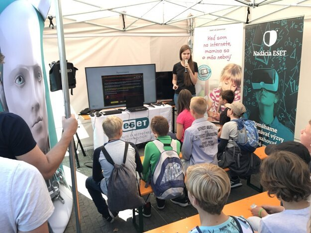 Volunteers from Eset talk with pupils about internet safety.