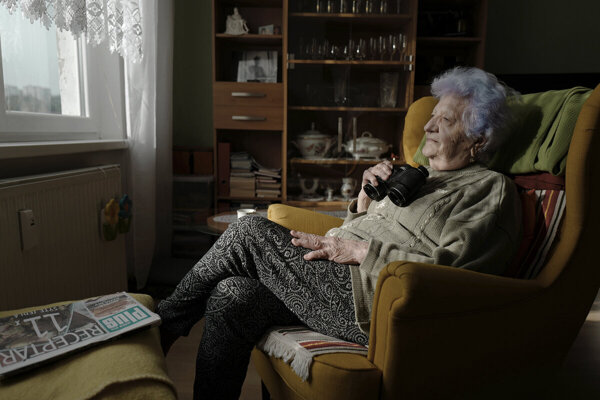 Photographer Marek Pupák takes pictures of his grandmother. He also created the blue.grandma profile on Instagram, where he posts the photos of her.