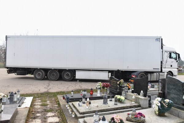 External cooling trailer at the cemetery in Trnava