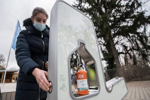 WEEK 12: The Bratislava Water Company installed the first non-contact drinking fountain on the occasion of World Water Day on March 22, 2021. It can be found in the garden of the Waterworks Museum near a botanical garden.