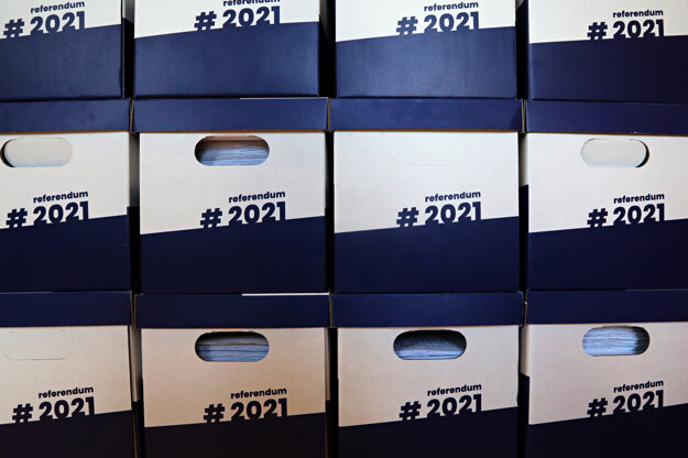 Boxes with more than 585,000 signatures under the petition for holding the referendum on snap election were delivered to the Presidential Palace in early May.