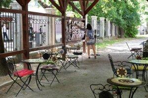 Summer reading corner in Medická Záhrada.