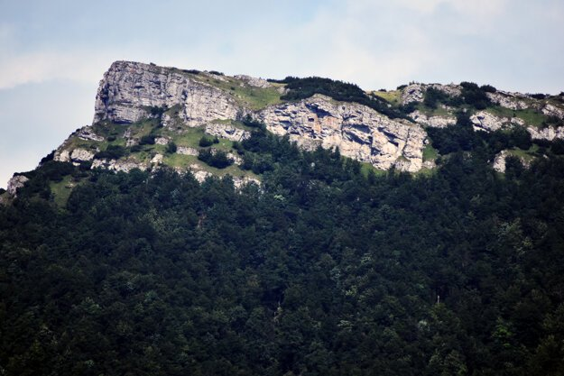 The Kľak peak is easily accessible. A bus running between Žilina and Prievidza stops in the Fačkovské sedlo mountain pass, where tourists can start a hike from.