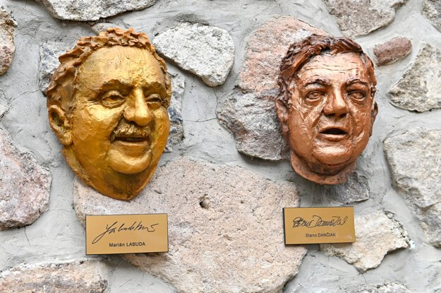 Sculptures of the noses of late actors Stanislav Dančiak and Marián Labuda were hung on a wall in the Alley of Famous Noses during last weekend's European festival of humour and satire, Kremnické gagy, in Kremnica, central Slovakia.