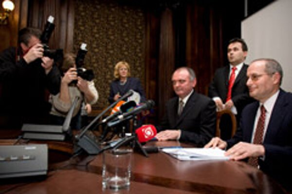 OSCE's Miklós Haraszti (right) came to Bratislava to discuss the controversial draft revision to the Press Act.