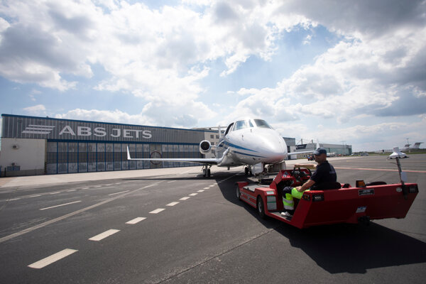 Slovaks use private flights to travel either for business or for leisure.