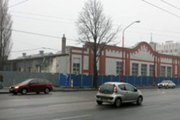 This industrial building which was a precious national landmark, was recently demolished without a permit.