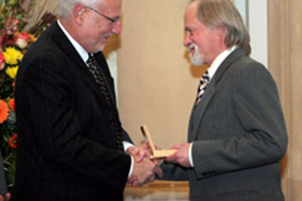 Israeli Ambassador Zeev Boker (left) awarded the prize.